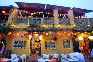 Cargo Club Cafe