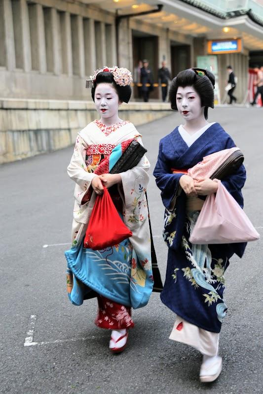 Performing Geishas