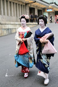 Performing Geishas